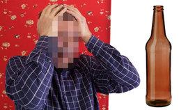 Muži se zasekl penis v lahvi, po čtyřech dnech mu ho amputovali