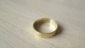 Velká pátrací akce: Pražané hledají majitele snubního prstenu. Poznáváte ho?