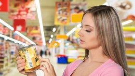 Konzervy a sáčky v obchodech čeká změna. Povinné údaje o kaloriích nebo soli