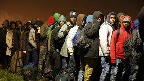 Francie odsoudila dva Čechy za převaděčství migrantů. Skončili v base