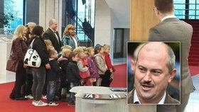 Slovensko v šoku: »Nácek« Kotleba se fotil s dětmi z mateřské školky