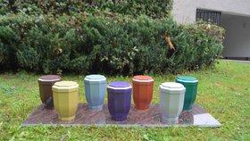 Nové trendy na hřbitovech: Letí barevné urny, nejžádanější je fialová!
