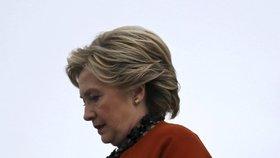 FBI znovu vyšetřuje Clintonovou, opět jde o únik informací v e-mailech