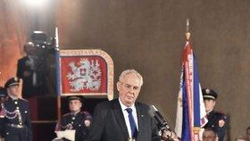 Zeman dostal téměř 200 návrhů na vyznamenání: Kardinála Vlka předem odmítl