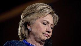 """Rusko manipuluje volbami v USA? FBI řeší padělky, které """"potápí"""" Clintonovou"""