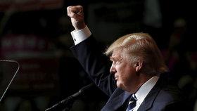 FBI začala vyšetřovat sama sebe: Kvůli tweetům podporujícím Trumpa