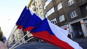 K oslavám 17. listopadu patří vlajka: Praha 7 je rozdává zadarmo