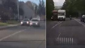 Piráti pražských silnic: Přes plnou čáru do protisměru a na červenou. Podívejte se na video