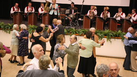 Další tancovačka pro seniory v hotelu Olšanka. Užijte si úterní odpoledne se Žižkovankou
