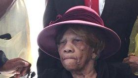 Stařenka (106) na volbu Obamy čekala hodiny. Hlas Clintonové vezla limuzínou