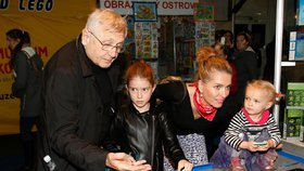 Menzelová s dcerami: Holčičky podoby svých otců Menzela a Brabce nezapřou!