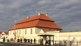 Pošta v Praze zajišťovala i přepravu lidí. A položila základy dnešních benzinek