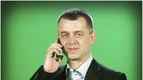Reportéra Novy Hanuše Hanslíka vyhodili na minutu! Vyvedla ho ochranka