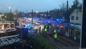 V Londýně vykolejila tramvaj: Sedm mrtvých a nejméně 50 zraněných