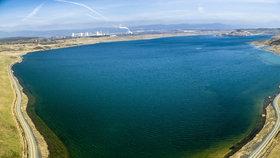 Jezero Most dostane příští rok pláže a mola. Miliony za ně zaplatí stát