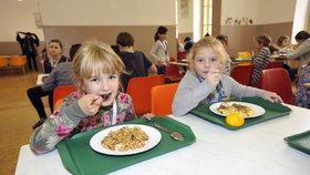 Éra »blafů« ve školních jídelnách je pryč: Děti v Praze 1 si pochutnaly na sezonní kuchyni