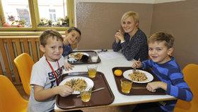 """Žáci si v Praze za oběd připlatí. Může za to výběr z více jídel i """"netypické"""" suroviny"""