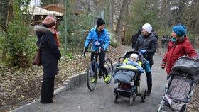 V Uhříněvsi radnice otevřela novou cyklostezku za 20,5 milionu: Vede i přírodní památkou