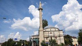 Stovky mešit rostou v Evropě za arabské peníze. Radikální islám v Kosovu sílí