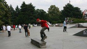 """Radnice v Modřanech o víkendu otevře """"pumptrack"""": Bude to tak trochu jiný skatepark"""