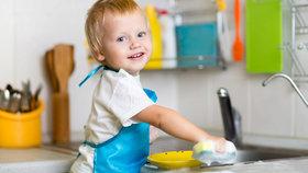 Jaké domácí práce zvládne dvouleté, pětileté či desetileté dítě?