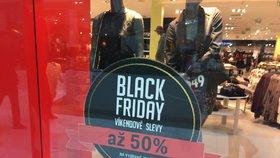 Je tu Černý pátek. Jaké triky na vás čekají mezi slevami v obchodech?