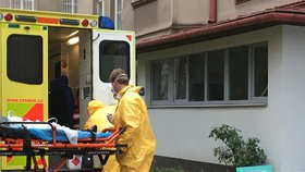 Batole z Ostravy má tuberkulózu: Převáželi ho speciální sanitkou v ochranných oblecích