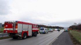 Nehoda motorkáře s autem uzavřela dálnici D4. Ve směru na Prahu se tvořily kolony