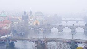 Smog dál trápí Prahu, Středočeský a Zlínský kraj. Na Ostravsku odvolali regulaci