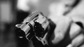Muž v Ostravě vytáhl pistoli na revizory: Chtěli po něm jízdenku