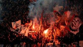 Němečtí hooligans v Plzni: Cestou na zápas řádili v barech a bordelech