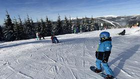 Češi plní kopce, lyžařská sezona se rozjela: Kam na nejlepší lyžovačku?