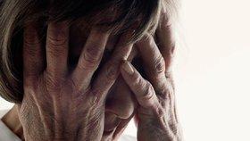 Podvodníci opět míří na seniory: Neštítí se je okrást ani na hřbitově