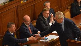 Zeman dorazí na jednání vlády na rozpočet. S Babišem se potká dvakrát za den