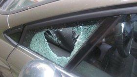 Na silnici ohrozil rodinu se dvěma synky! Najížděl na jejich auto, rozbil jim sklo. Odsedí si šest let