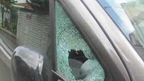 Krutá lekce: Řidička v autě nechala značkovou kabelku i foťák, zloděj si odnesl půl milionu!