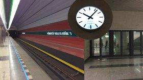 Unikáty ve stanici Nádraží Veleslavín: Dveře do nikam i ručičkové hodiny