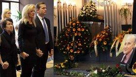 Uplakaná Kateřina Brožová se loučila s tatínkem (†83): Pohřeb s ochrankou!