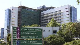 Opilý táta v Motole na dětské ambulanci zranil doktora a chtěl škrtit sestru