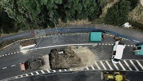 Propadlá vozovka na Vysočanské: Vodohospodáři dokončili opravu kanalizační stoky