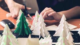 Hit letošních Vánoc? Origami! Vyrobte si dokonalý stromeček i ozdoby!