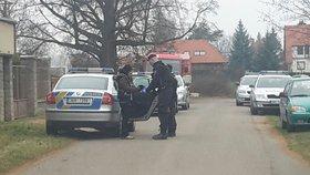Policisté v Klánovicích objevili varnu drog: Při zásahu se nadýchali chemikálií