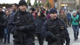 Dva lidé odjeli z Česka bojovat za ISIS, varují tajné služby. Zesílil i vliv ruských špionů