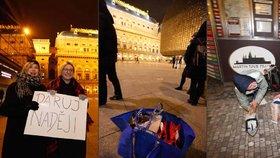 Dobrovolníci podarovali bezdomovce: Radost měli z oblečení i pohádek od Blesku