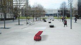 Lavička na počest disidenta Vaňka: Bude červená, stát by měla před knihovnou