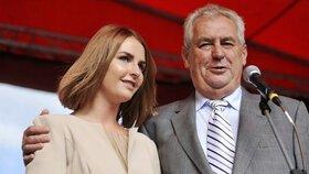 První slečna Kate Zemanová: Kvůli půjčce a drahotě v Anglii šla k burleskám!