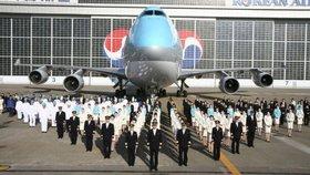Letušky dostanou tasery a týmy posílí muži: Aerolinky se bojí konfliktů