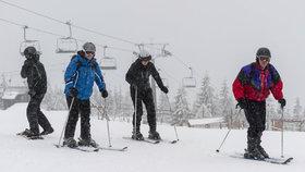 Závěr lyžařské sezony zkazil déšť a oteplení. České sjezdovky zejí prázdnotou