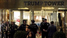 Strach v Trumpově mrakodrapu: Lidé utíkali kvůli bombě, místo ní našli hračky