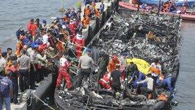 Trajekt pohltil požár. U Jakarty zemřelo 23 lidí